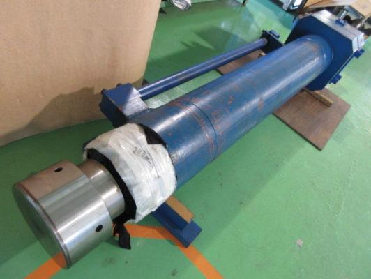 ブースタ付油圧シリンダのゴミの混入によるシャフト(ロッド)の修理