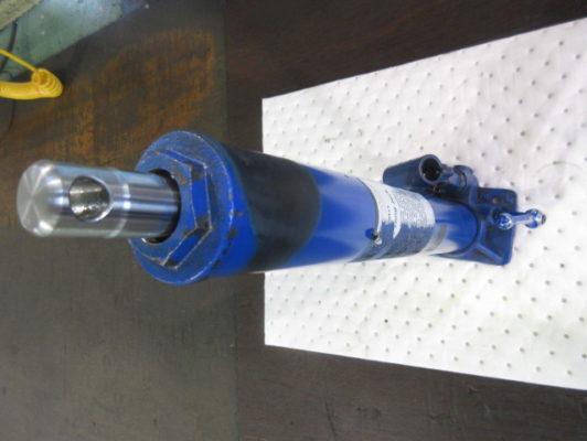 海外製油圧ジャッキの油漏れの修理・改良する